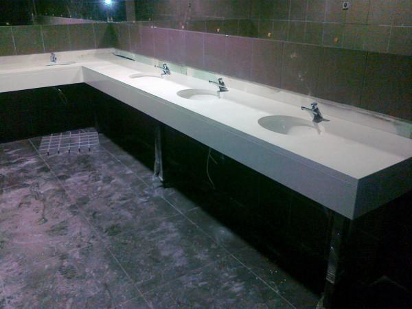 kamienne blaty w łazience